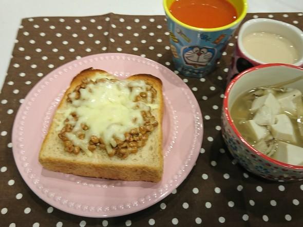 朝食 納豆チーズトースト