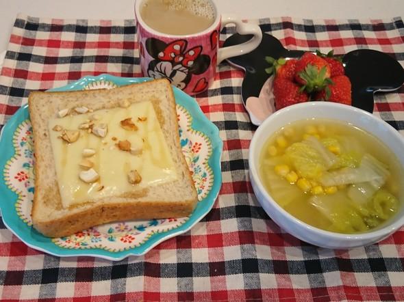 朝食 メープル胡桃チーズトースト