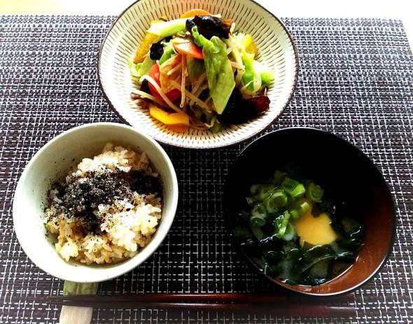 野菜炒めの玄米膳