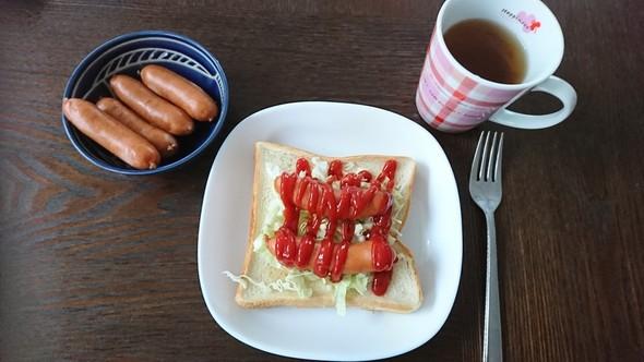 本日の朝食~ホットドッグトースト
