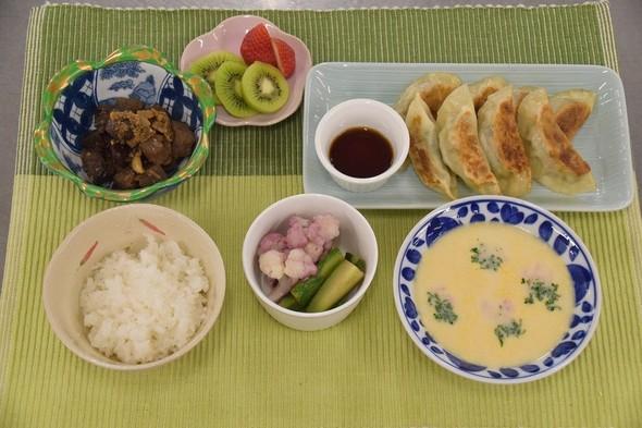 野菜たっぷり餃子&鶏レバーと蒟蒻の甘辛煮