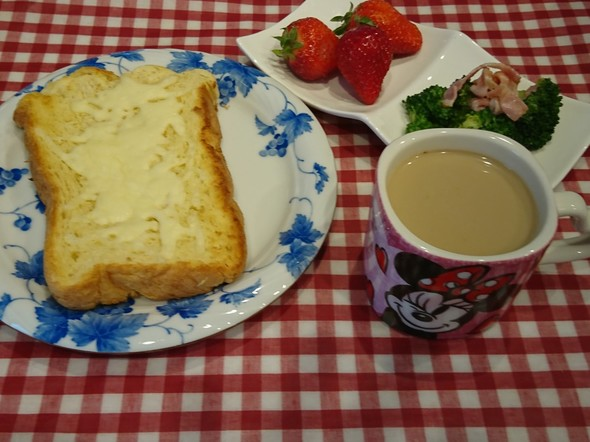 朝食 生クリーム食パンチーズトースト