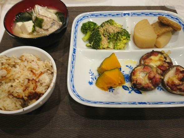 夕食 鶏肉の炊き込みご飯