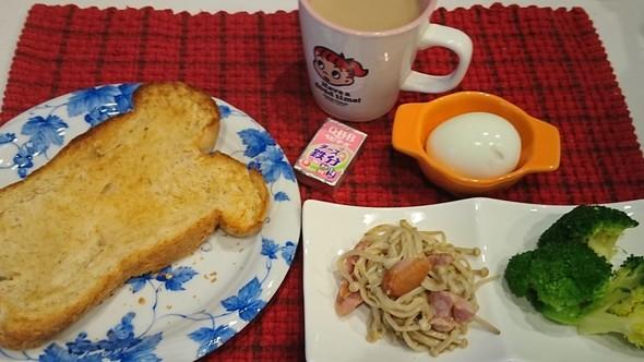 朝食 全粒粉の生クリーム食パン