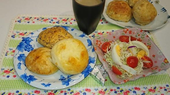 朝食 もち麦全粒粉 黒胡麻胡桃パン