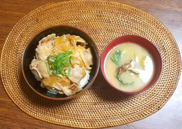 豚バラ肉炒め チンゲン菜と椎茸の味噌汁