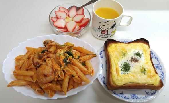 リメイクパスタと卵トーストで満腹朝食♪