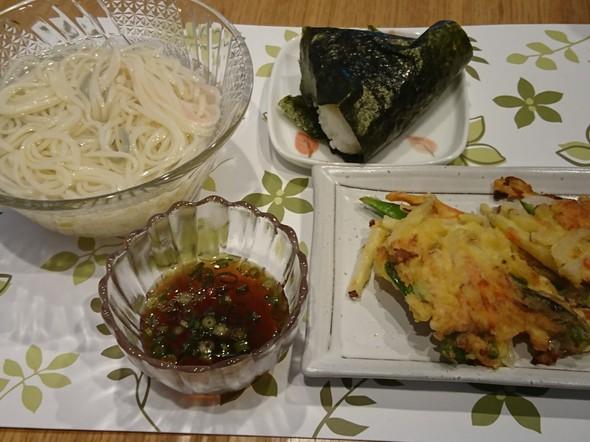 昼食 さつま芋と玉葱のかき揚げ