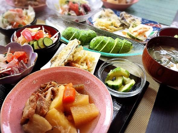 肉たっぷり煮物と天ぷらとお刺さらだの日