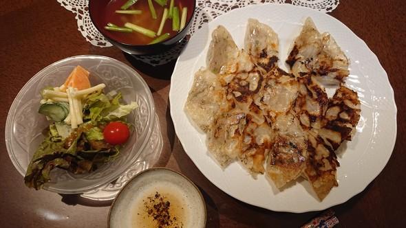 餃子×マカロニサラダ×韮のコンソメスープ