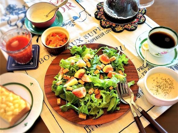 週末1人ブランチ*サラダとチーズトースト