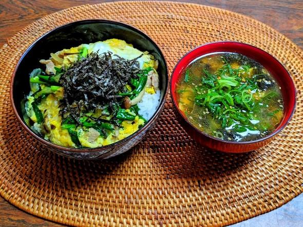 ニラたま丼 焼き海苔と豆富の味噌汁