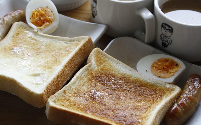 朝 ごはん パン おかず