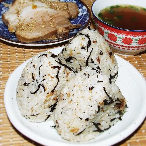 しそひじきのおにぎりと煮豚(スープ付き)