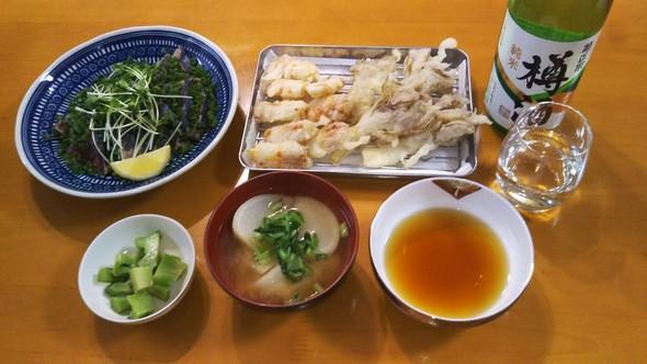 天ぷらとかつおのたたきで晩酌
