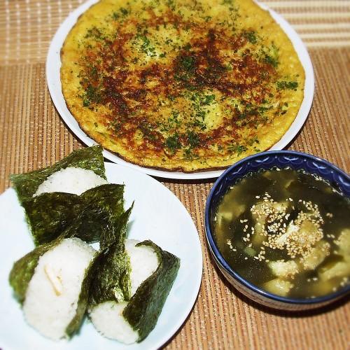 松茸風味おにぎりとオムレツ、スープセット