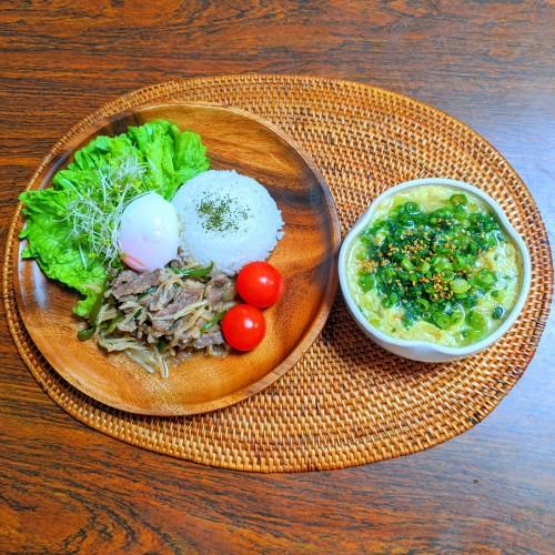 温泉卵のせチンジャオご飯 卵と春雨スープ
