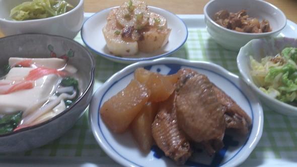 手羽先と大根の煮物、豆腐のあんかけ他