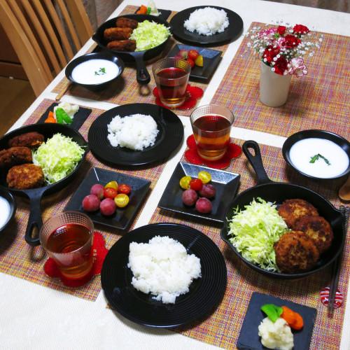 メンチカツとキャベツ千切りで夕ご飯
