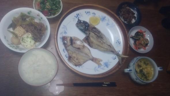 主人の釣果☆鯵と鯛の一夜干しの和朝食