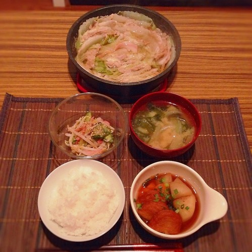 白菜と豚ミルフィーユ鍋、煮物、中華サラダ