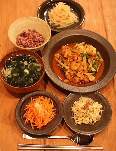主菜も副菜も野菜たっぷり韓国風献立