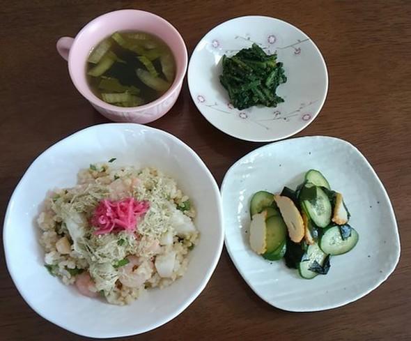 シーフードミックスでばら寿司、な昼食♪