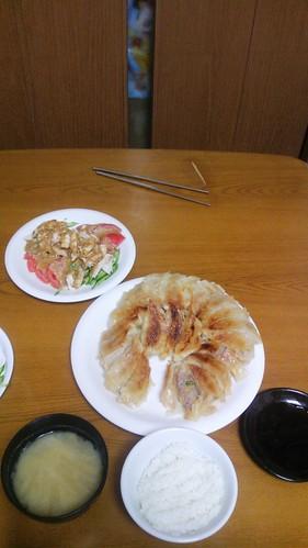 3月6日(木) 餃子と棒々鶏の夕食