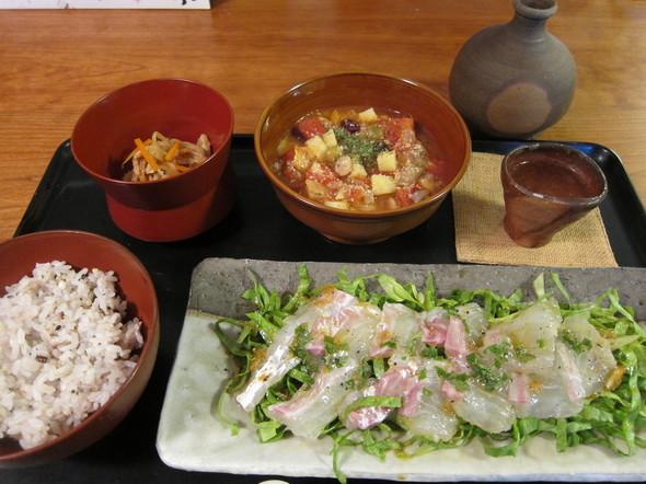鯛のカルパッチョメインの夕食