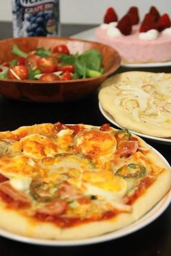入園祝いの夕食☆手作りピザとチーズケーキ