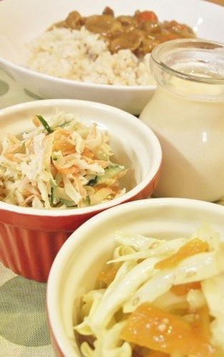 食べ過ぎ防止♪玄米カレー+かみかみサラダ