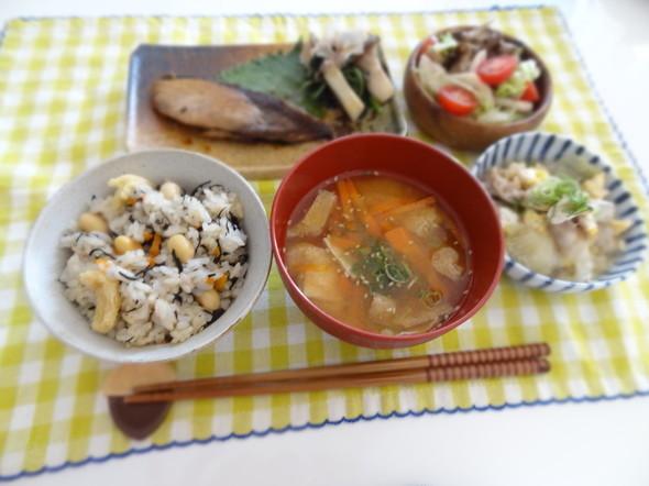 ブリの照り焼き×ひじきと大豆炊き込みご飯