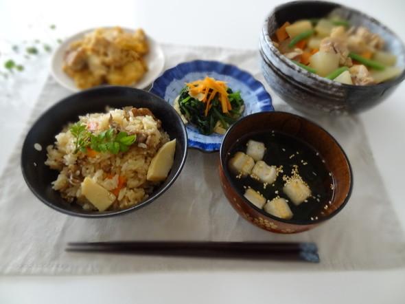 炊き込みご飯と筑前煮の食卓