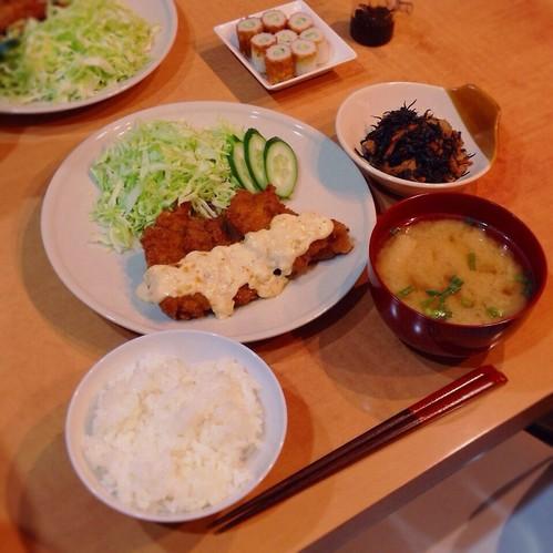 チキン南蛮、ヒジキの煮物、竹輪胡瓜