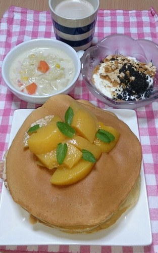 朝食 苺シャム&クリチのホットケーキ