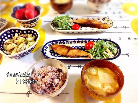 ・ブリの照り焼き、水菜サラダ、お味噌汁・