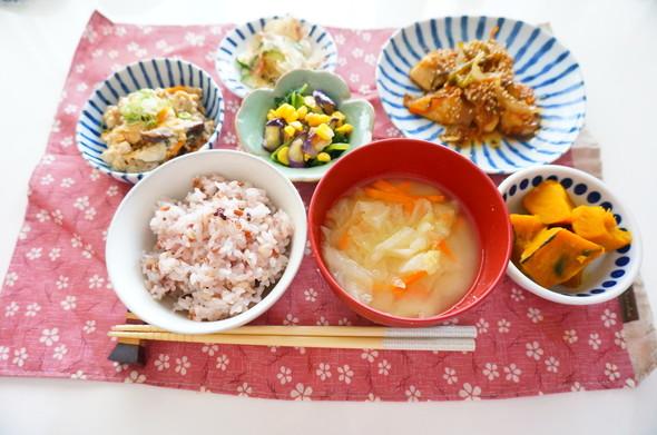 ブリと野菜のハチミツ黒酢あん×炒り豆腐
